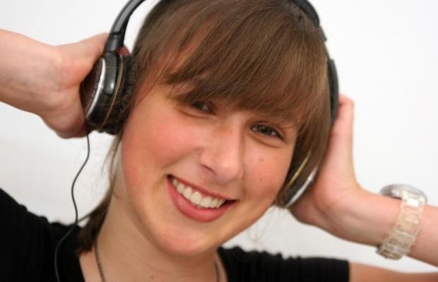 Musik im Straßenverkehr: Auch leise Töne erhöhen Unfallrisiko
