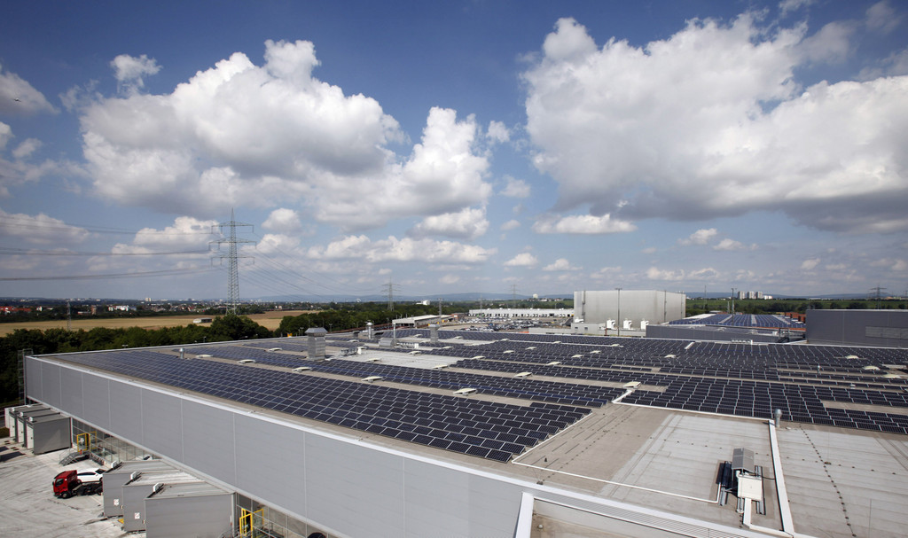 Opel nimmt eines der größten Solardach-Kraftwerke in Betrieb