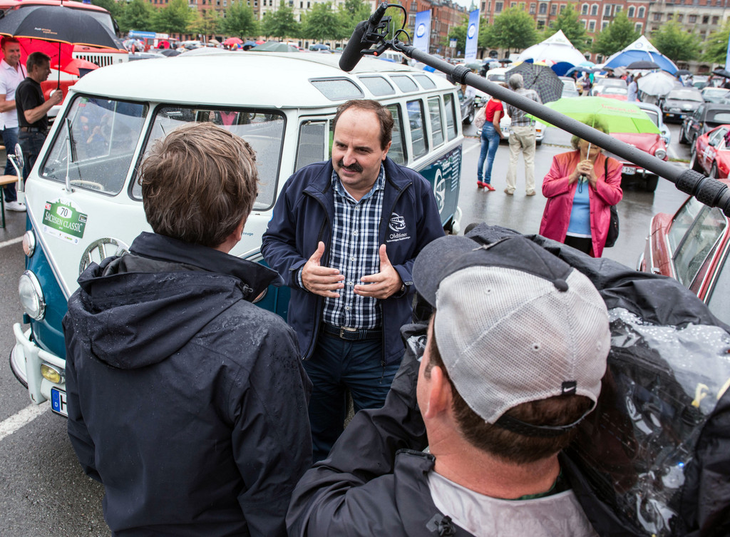Sachsen Classic: Johann Lafer fährt im VW T1 Samba-Bus