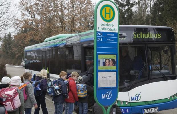 Sicherheit an Bushaltestellen - Bei Warnblinker Überholverbot