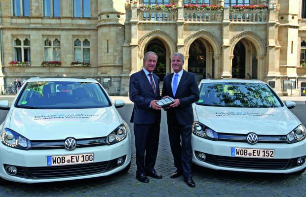 VW übergibt fünf Golf Blue-e-Motion für das Schaufenster für Elektromobilität