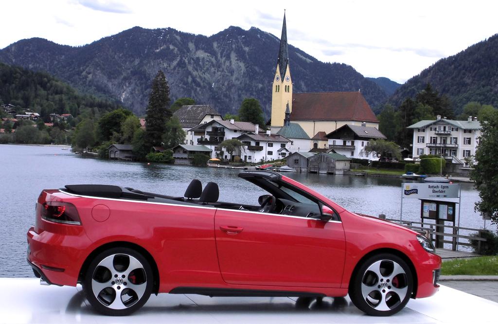 Weiches Tuch statt harter Schale: VW Golf GTI Stoffverdeck-Cabrio. Foto: Koch