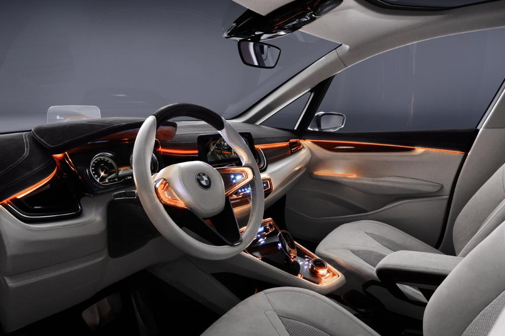 Als greifbare Alterative für das Hier und Heute ist er der erste BMW, der sich die Plattform mit dem nächsten Mini teilen wird