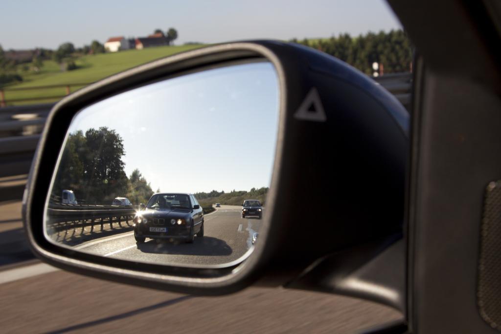 Auf einer leeren, geraden Autobahn kann der Sport-Fünfer seine Kraft entfalten.