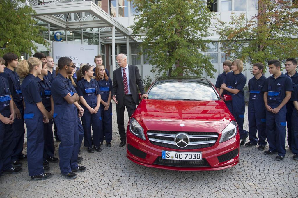 Daimler-Chef begrüßt Auszubildende im Werk Sindelfingen persönlich