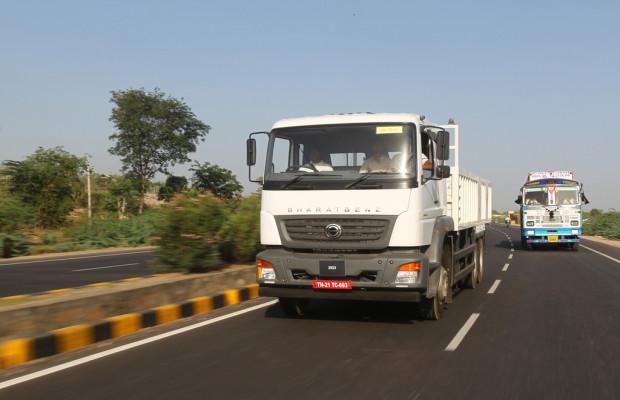 Daimler liefert die ersten Bharatbenz aus