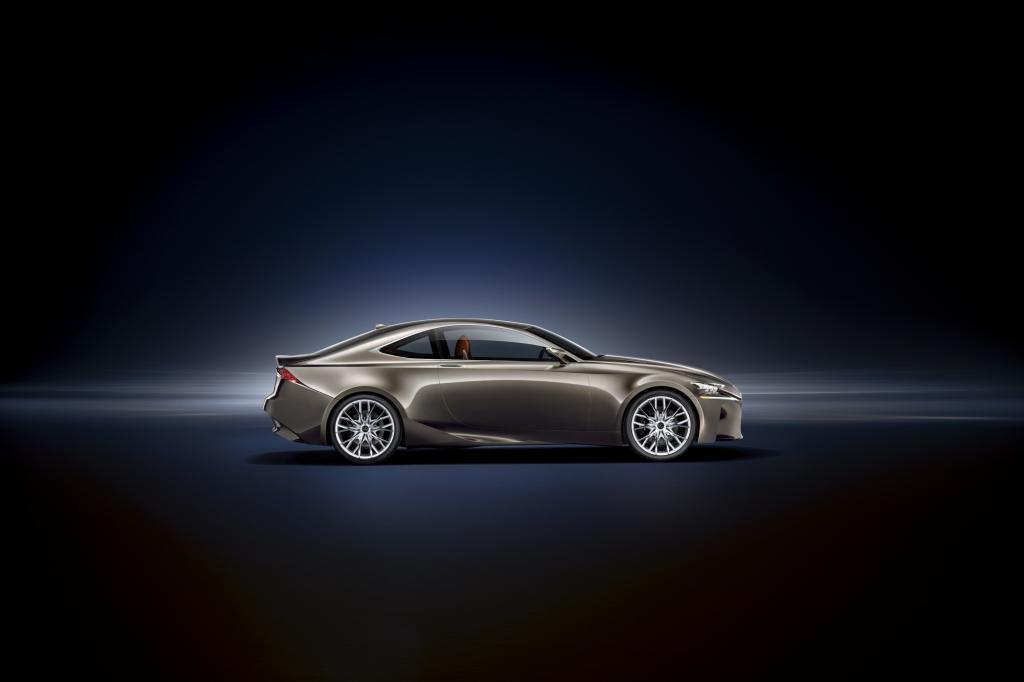 Der Hybridantrieb besteht aus einem 2,5 Liter großen Vierzylinder-Otto sowie einem Elektromotor