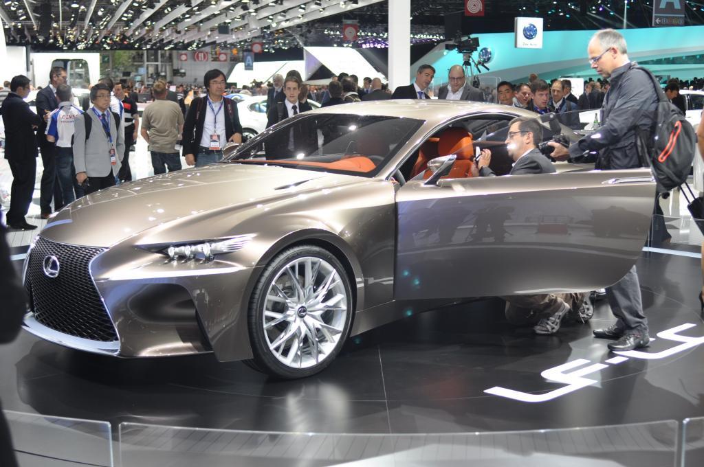 Der Lexus LF-CC deutet auf den kommenden IS hin