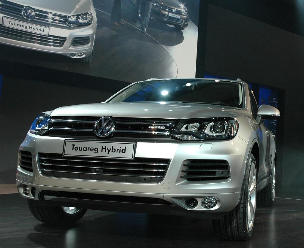 Die Xenon-Scheinwerfer im VW Touareg sorgen für mehr Sicherheit und Komfort.