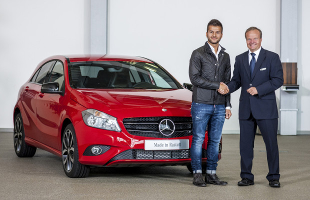 Erste Mercedes-Benz A-Klasse an Kunden übergeben