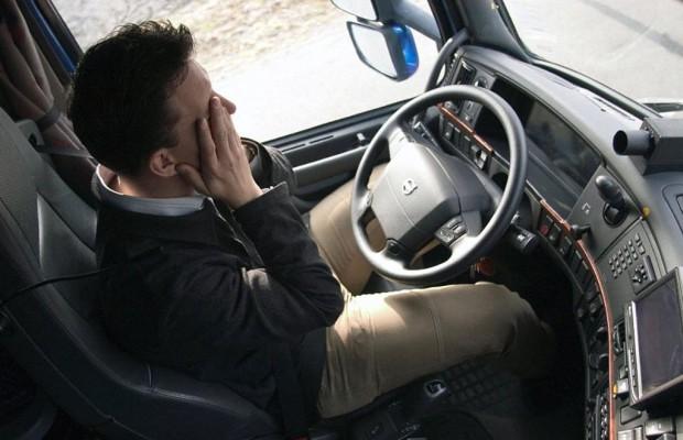 High-Tech lenkt den Laster: der Fahrer schläft