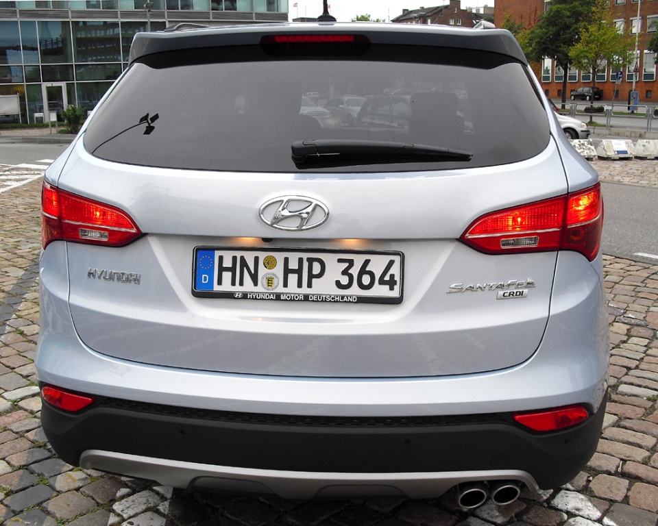 Hyundai Santa Fe: Blick auf die Heckpartie mit der relativ niedrigen Ladekante.