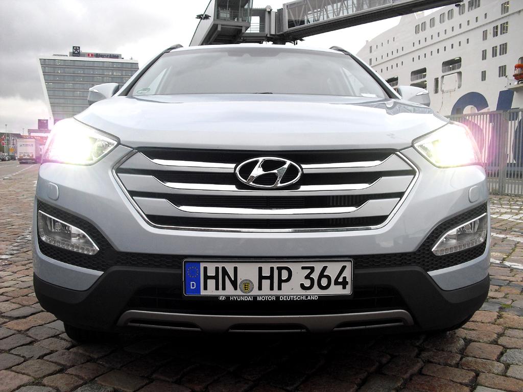 Hyundai Santa Fe: Blick auf die wuchtige, fast amerikanisch anmutende Front.