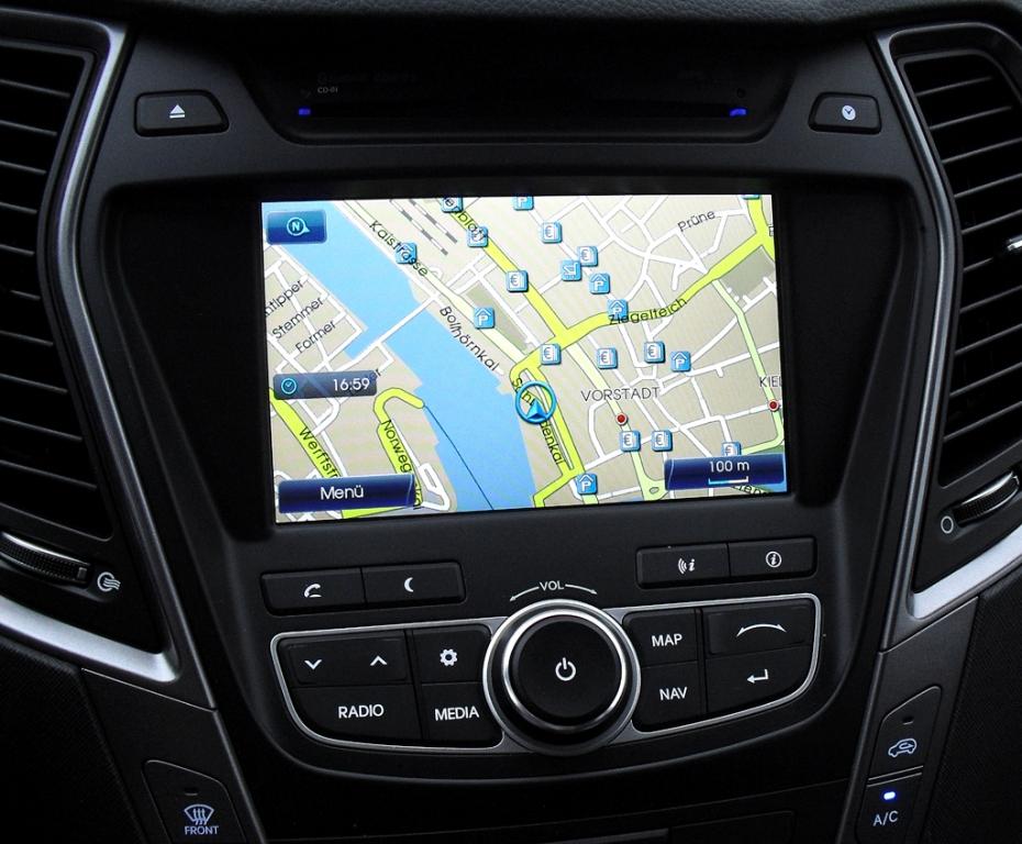 Hyundai Santa Fe: Die Navigation ist ab Ausstattungsstufe drei Standard an Bord.
