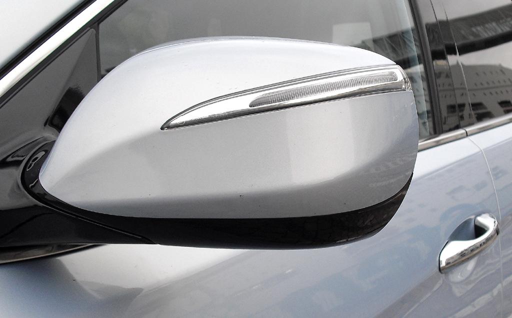Hyundai Santa Fe: In die Außenspiegel sind Blinkleisten integriert.