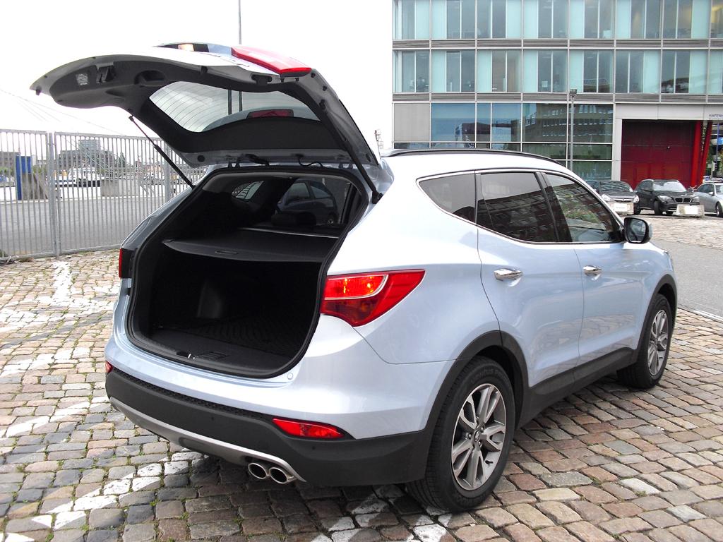 Hyundai Santa Fe: Ins Gepäckabteil passen 534 bis 1680 Liter hinein.