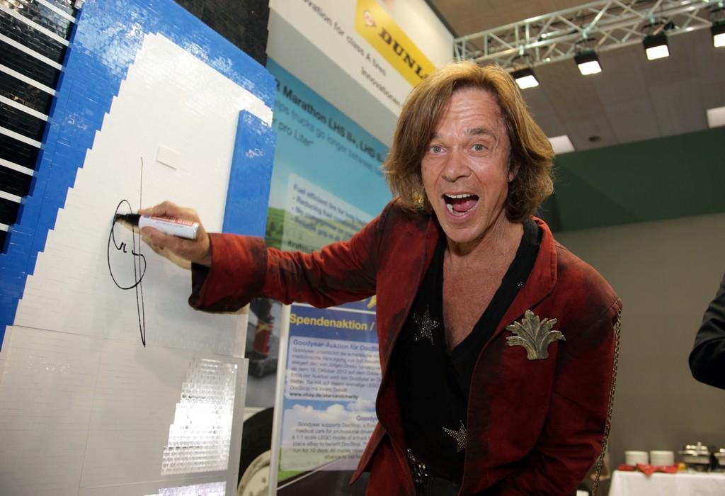 IAA 2012: Goodyear versteigert Lego-Lkw für guten Zweck