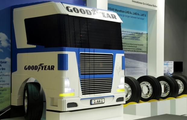 IAA Nutzfahrzeuge 2012: Goodyear versteigert Lego-Lkw für guten Zweck