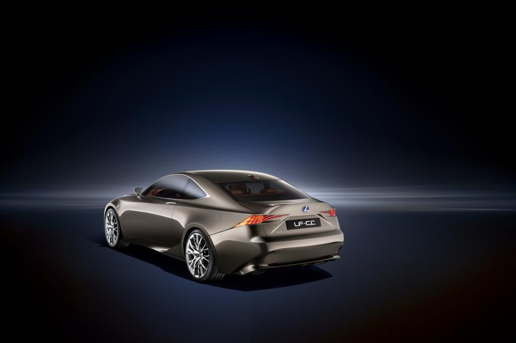 Im ersten Schritt wird Lexus die renovierte Mittelklasse nächstes Jahr als Limousine einführen
