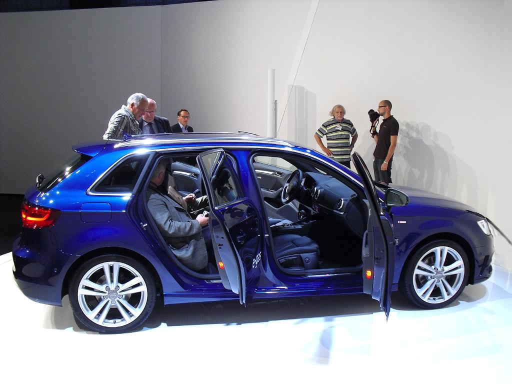 In der Neuauflage auch von Audis normalem A3 Sportback genießen Insassen mehr Beinfreiheit.