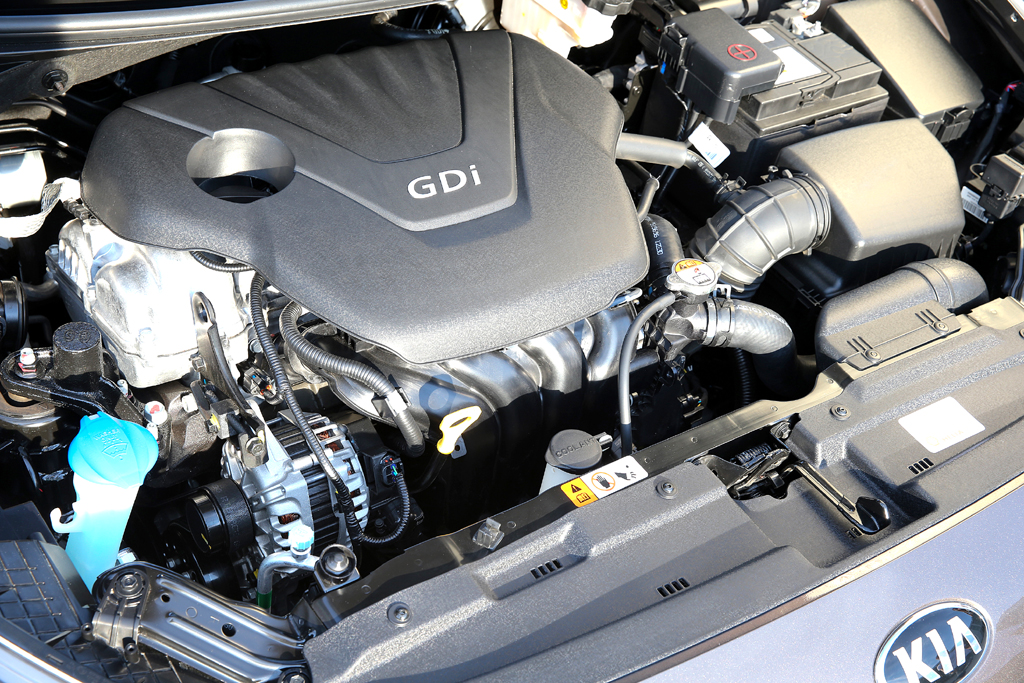 Kia Cee'd sw: Blick unter die Haube, hier beim Benzindirekteinspritzer.