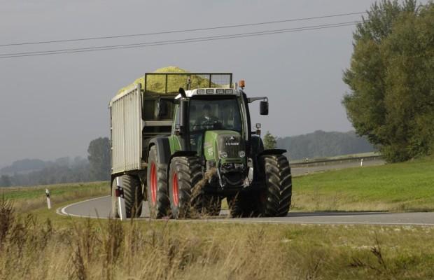 Landwirtschaftsverkehr - Vorsicht vor Bauernglatteis