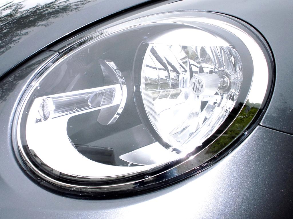 Moderne Leuchteinheit vorn, hier beim VW Beetle.