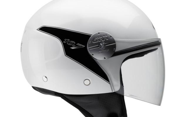 Neuer Givi-Helm für kleine Staufächer