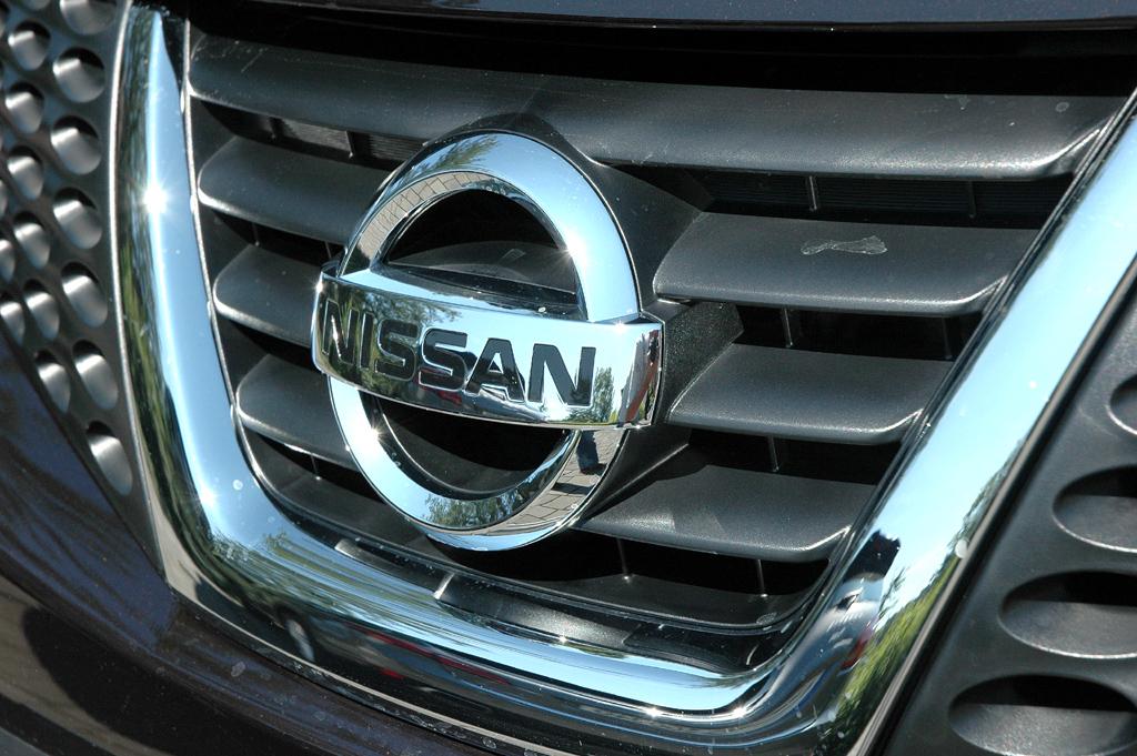Nissan Juke: Das Markenlogo sitzt vorn mittig im Kühlergrill.
