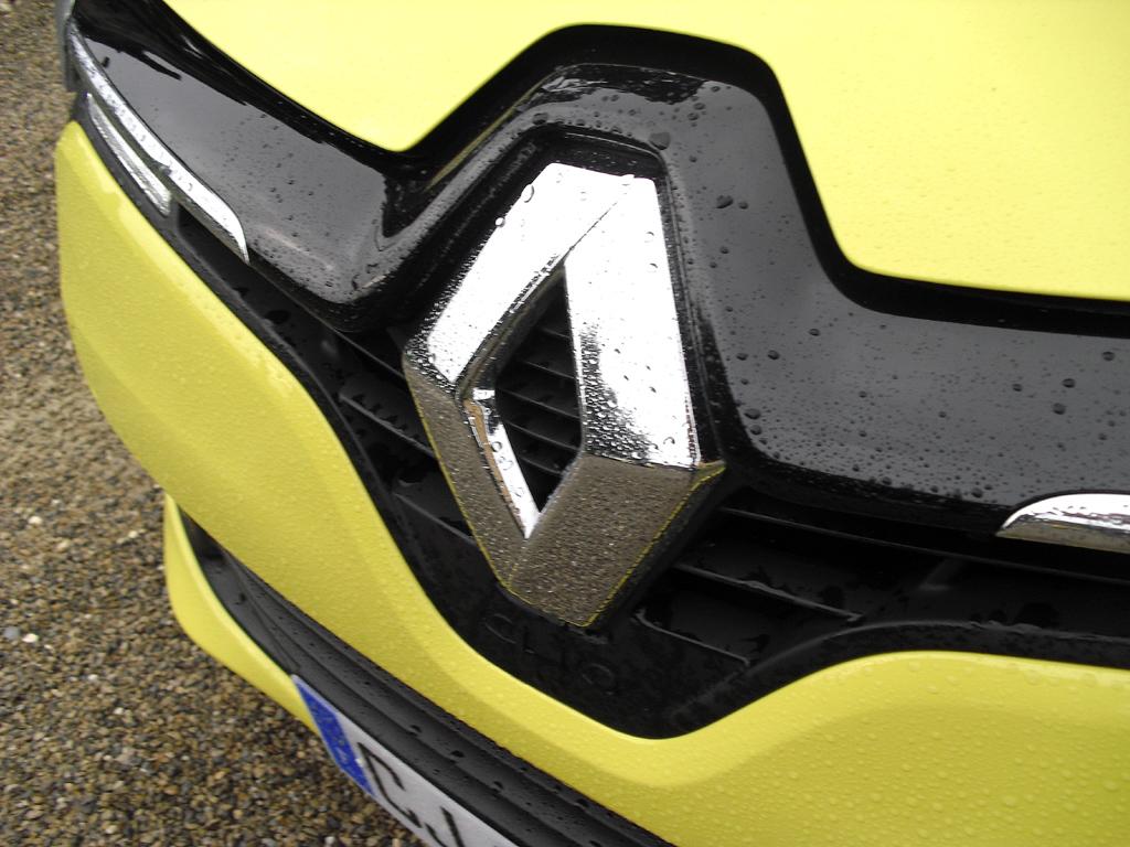 Renault Clio: ... mit dem viel markanteren Markenlogo, dem Rhombus.