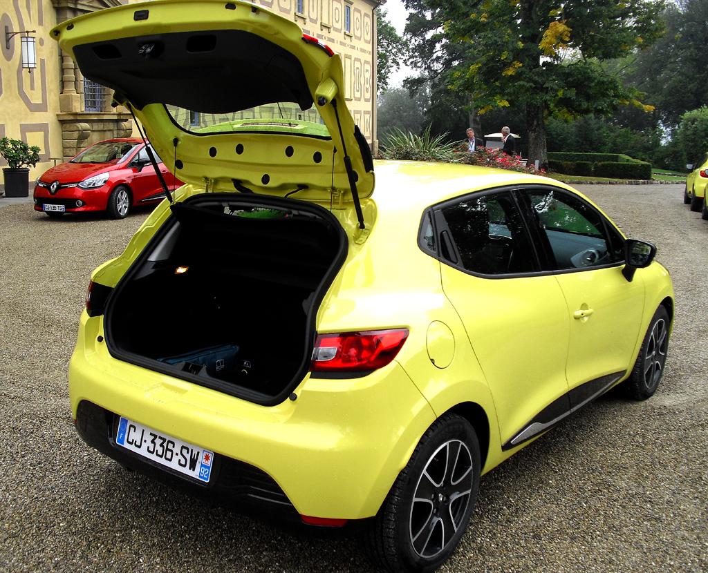 Renault Clio: Ins Gepäckabteil passen 300 bis 1146 Liter hinein.