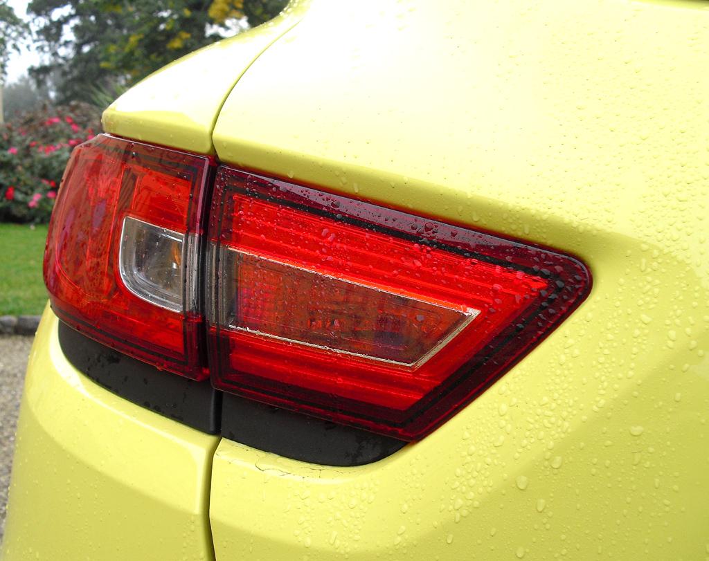 Renault Clio: Moderne Leuchteinheit hinten.