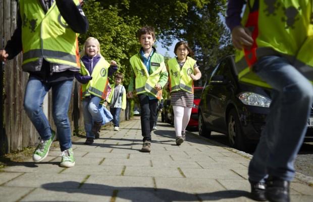Sehen und Gesehen werden: Größere Sicherheit für den Weg zur Schule