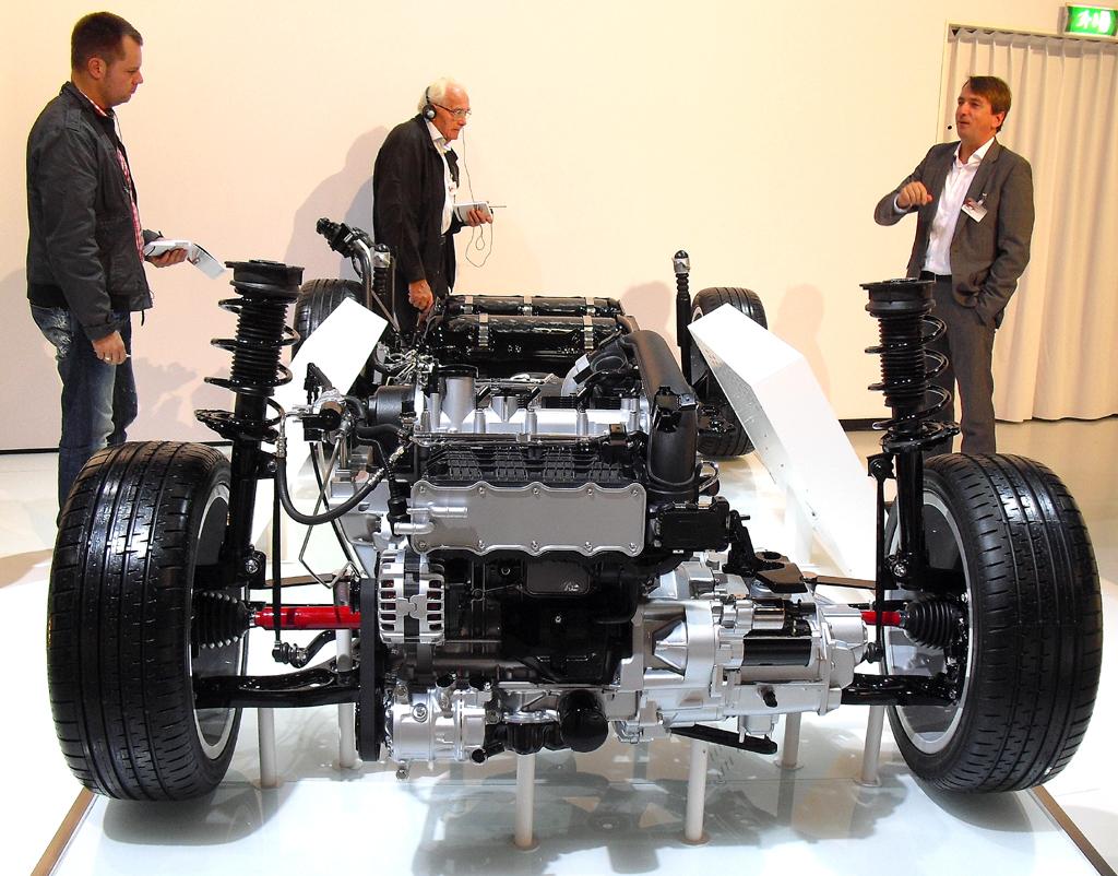 So sieht das Fahrwerk des bivalanten Premium-Kompaktmodells aus und ...