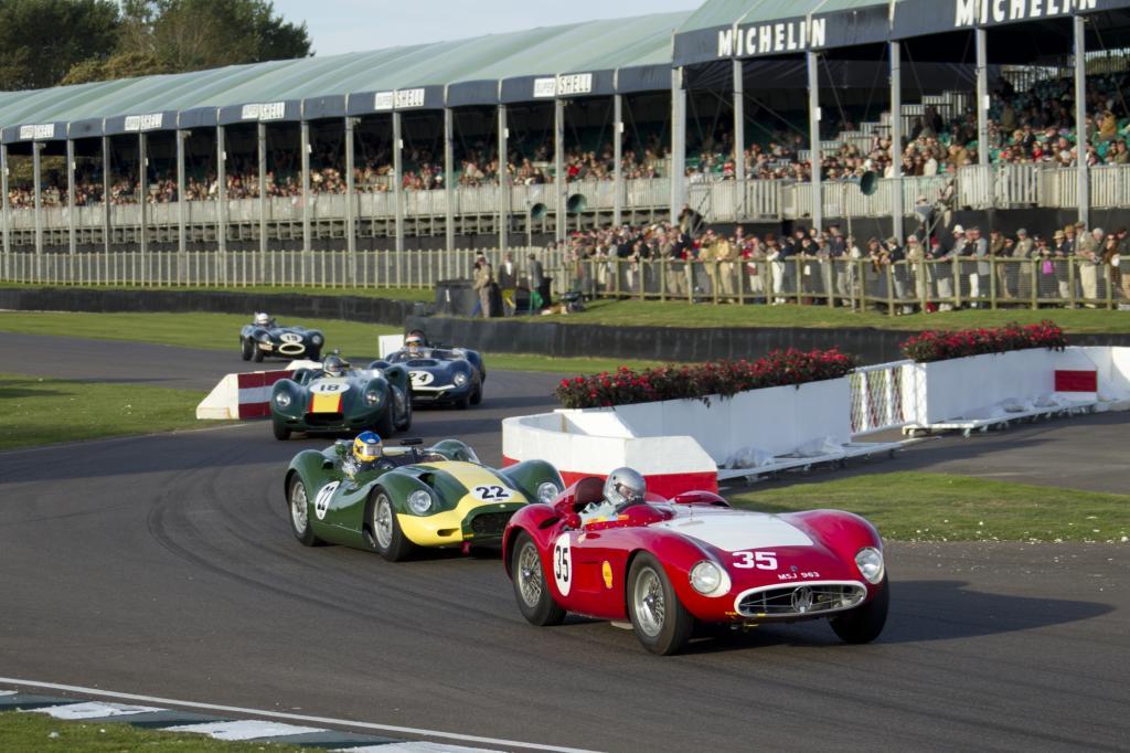 Vorkriegs-Alfas, Bentleys, Delahayes, Talbot-Lagos und Kompressor-Mercedes sind auf der Renngeraden zu erleben