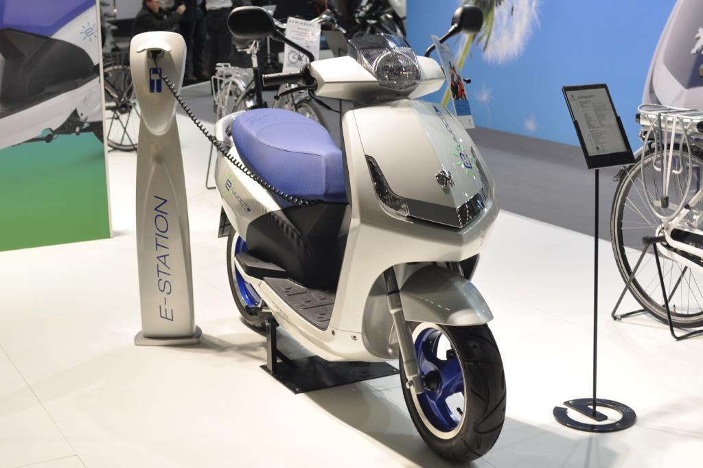 Auch Peugeot bietet einen Stromroller an