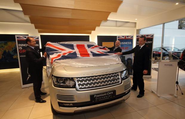 Britischer Außenminister enthüllt Range Rover in Berlin