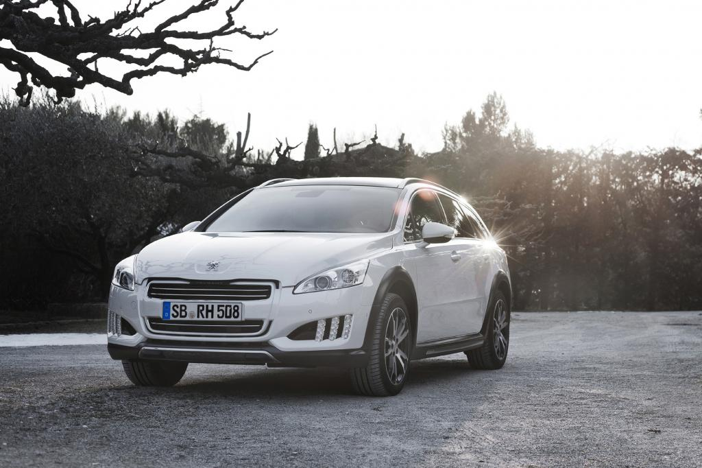 Der Hybrid ist eine eine Kombination aus einem 2,0-Liter-Vierzylinder-Diesel mit 120 kW/163 PS und einem 27 kW/37 PS E-Motor