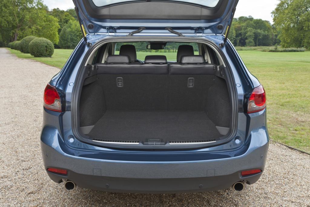 Der Kombi bietet ein beachtliches Transportvolumen, 1.664 Liter passen maximal in seinen Kofferraum.