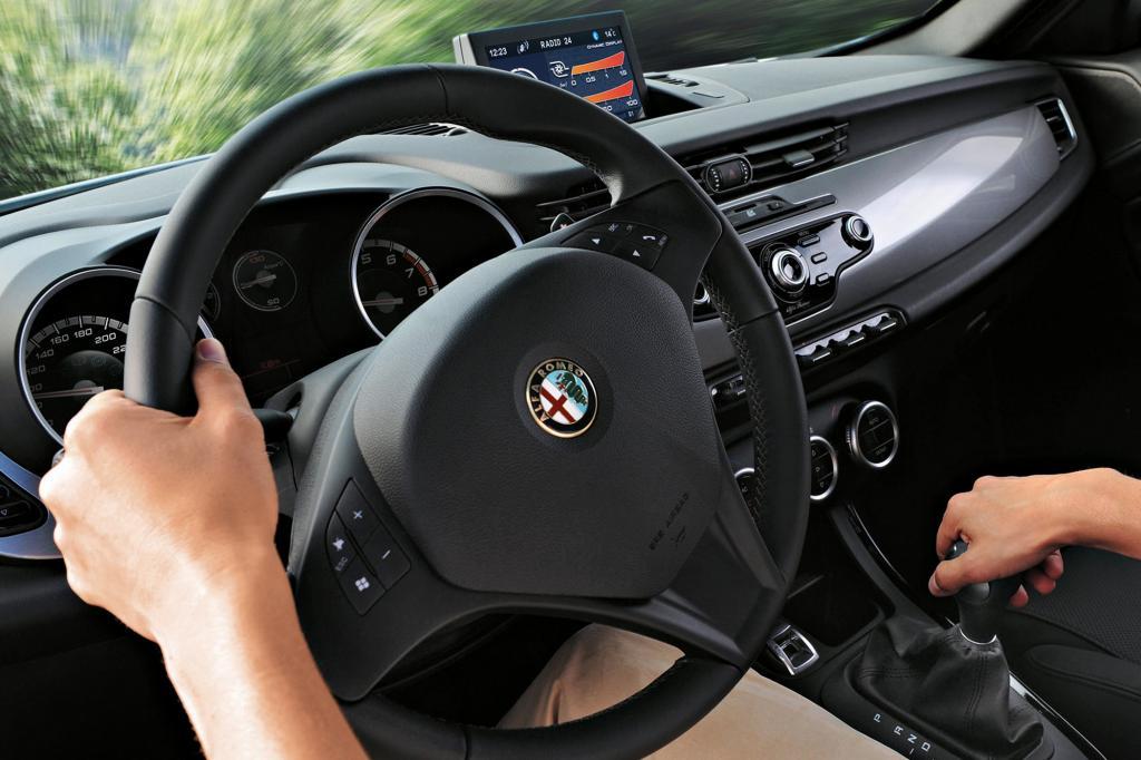 Für ein Fahrzeug mit Premium-Anspruch in der Kompaktklasse könnten die Materialien etwas weniger frugal sein