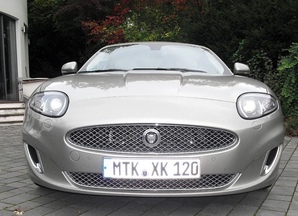Jaguar XK Cabrio: Blick auf die Frontpartie.