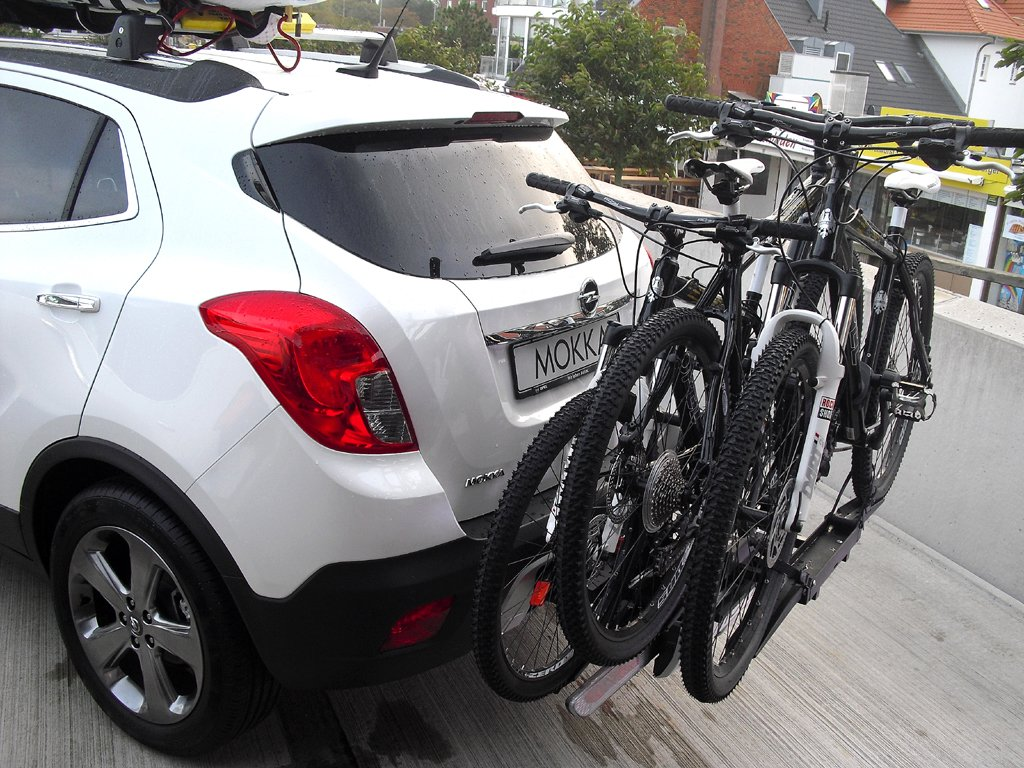 Opel Mokka: ... und so mit dem optionalen Fahrradträger.