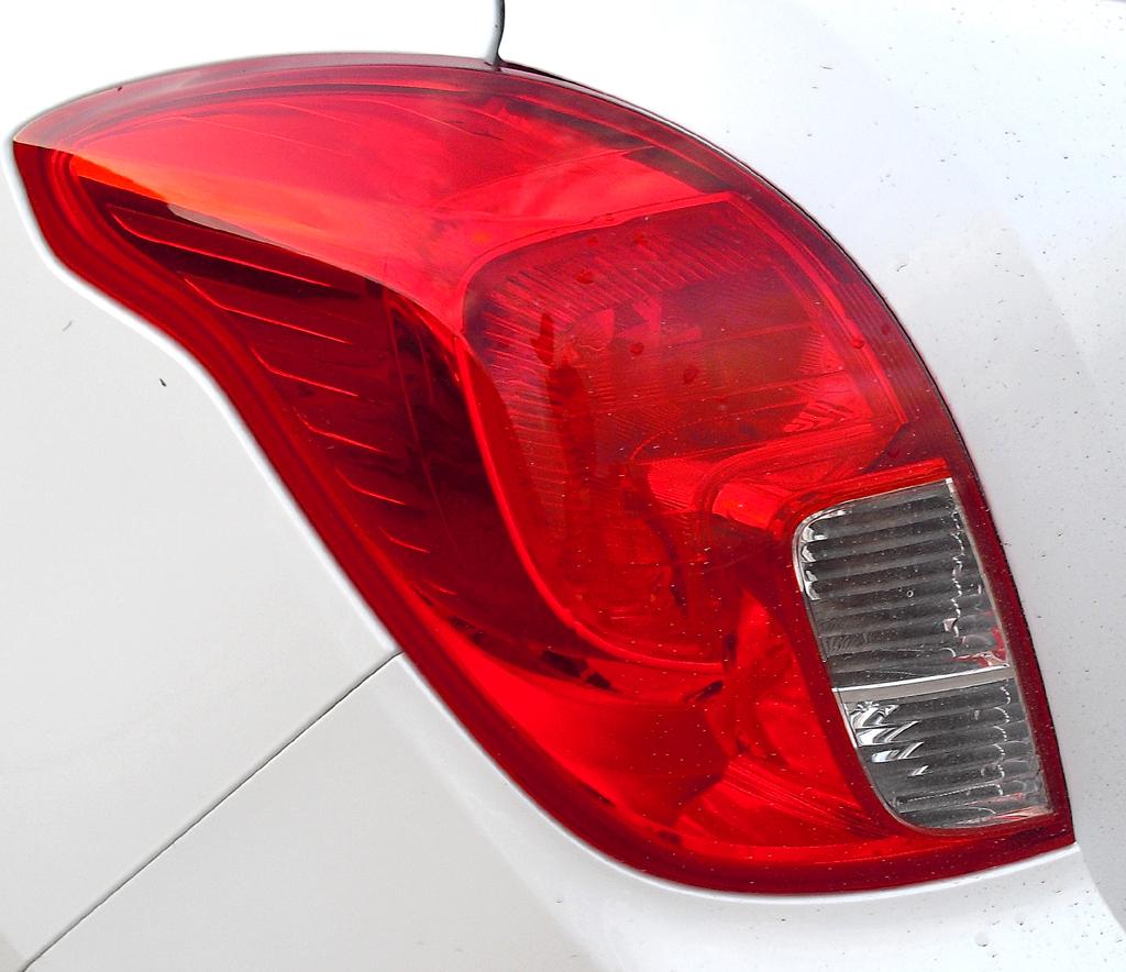 Opel Mokka: Moderne Leuchteinheit hinten.