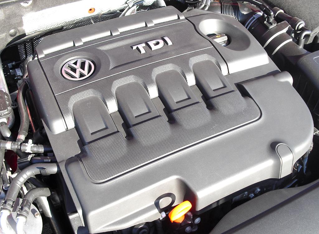 VW Golf: ... 2,0-Liter-Turbodiesel mit 110/150 kW/PS.