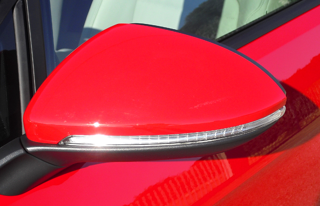 VW Golf: In die Außenspiegel sind Blinkleisten integriert.