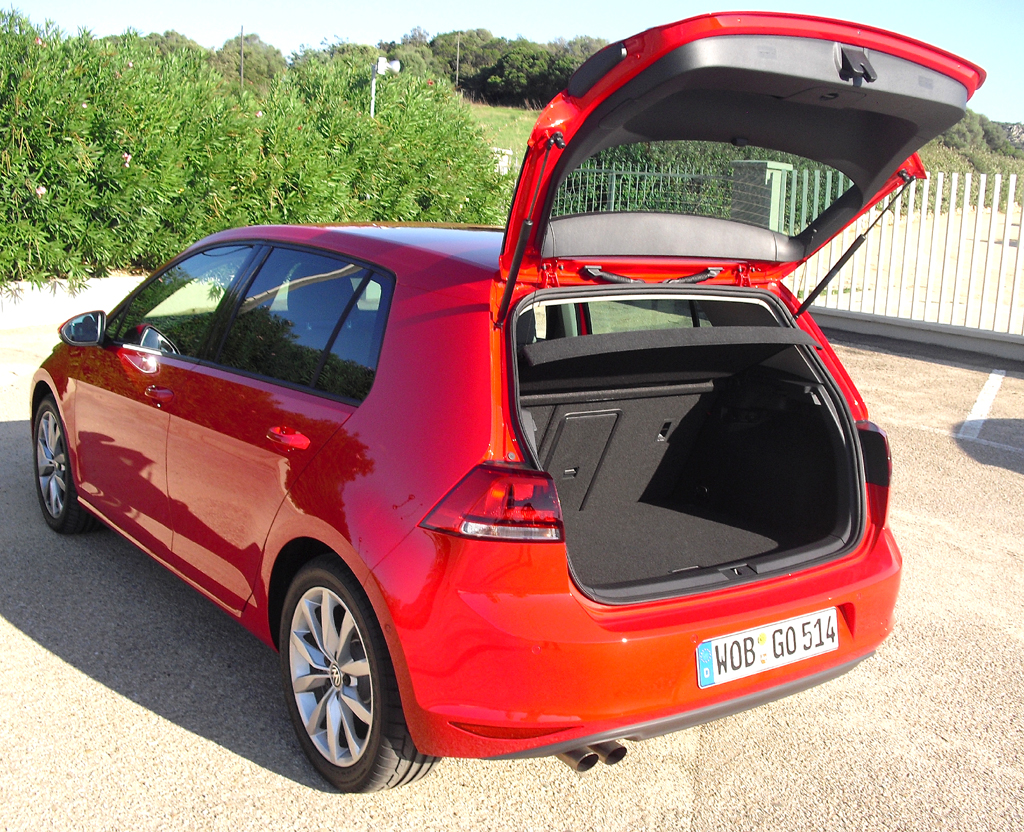 VW Golf: Ins Gepäckabteil passen 380 bis 1270 Liter hinein.