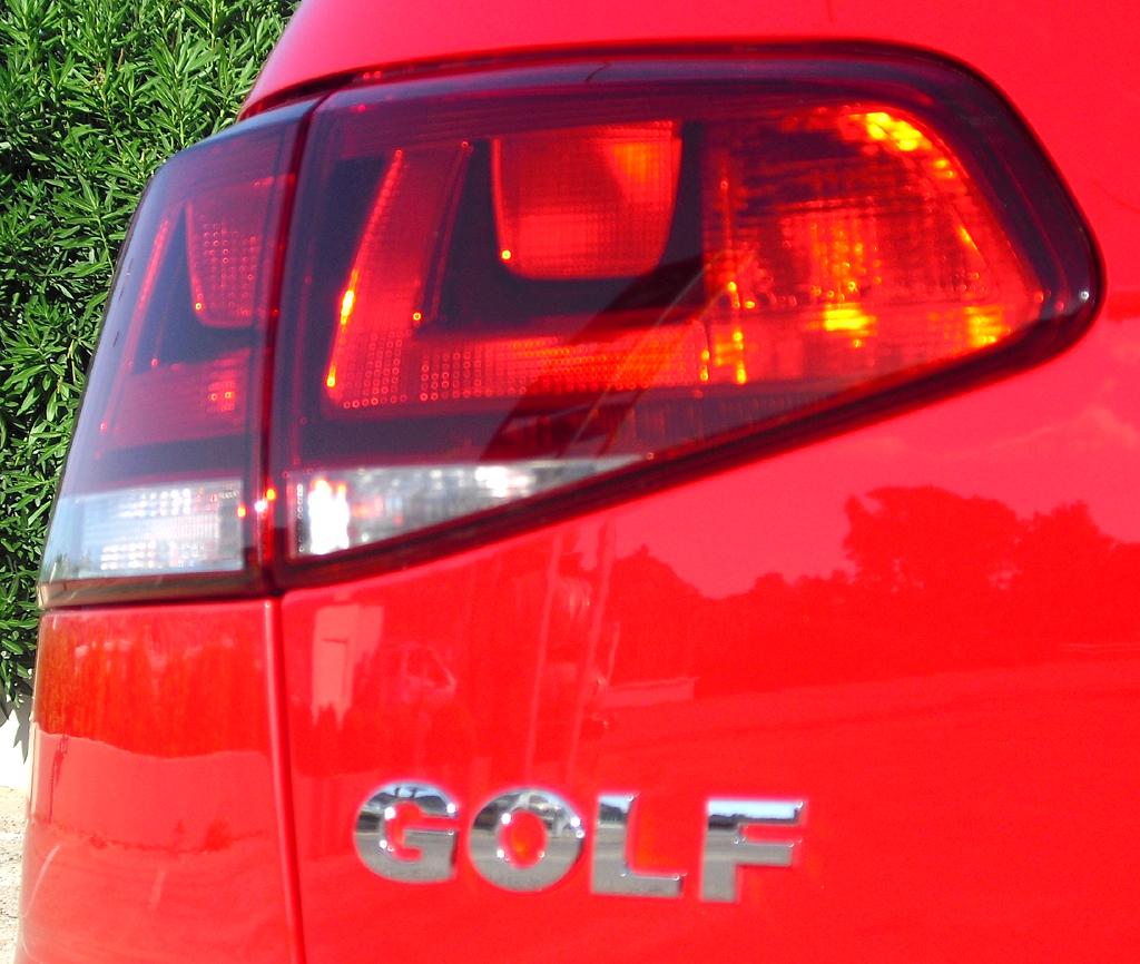 VW Golf: Moderne Leuchteinheit hinten mit Modellschriftzug.