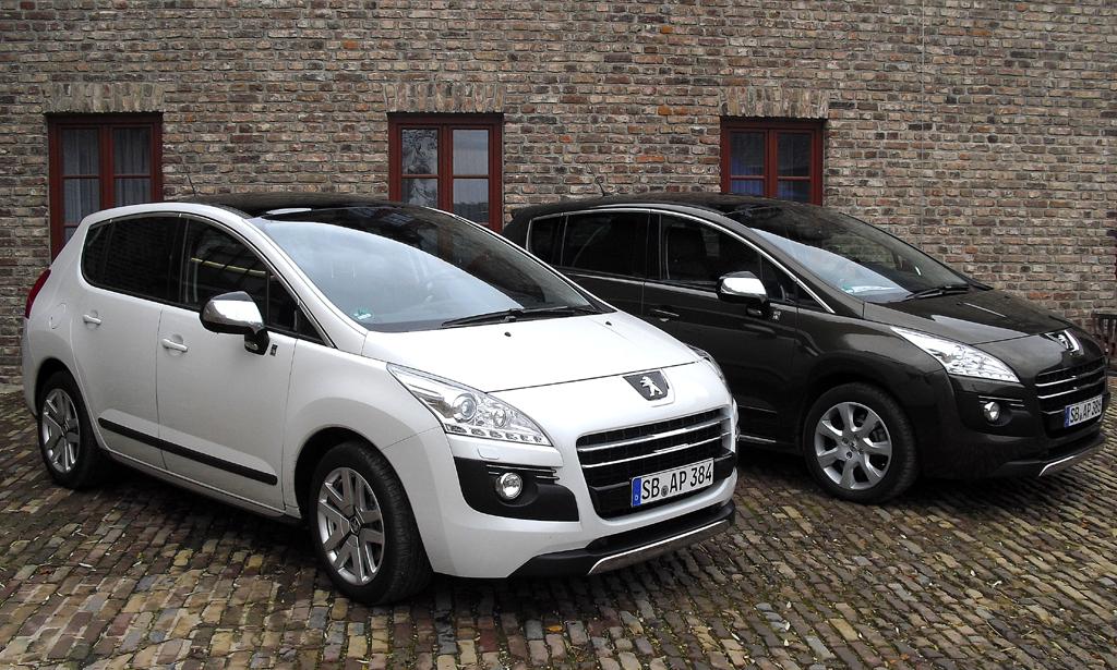 Allrad-Peugeot, hier zwei Crossover 3008 Hybrid4.