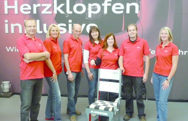 Audi-Mitarbeiter gestalten Stuhl für guten Zweck