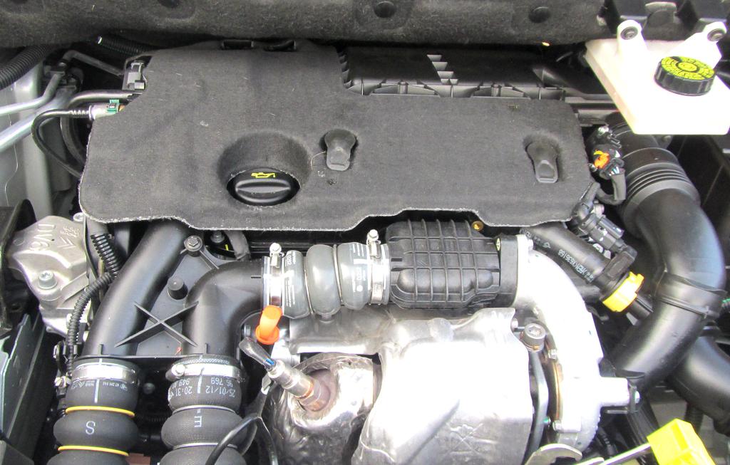 Citroën Berlingo: Blick unter die Haube des 1,6-Liter-Vierzylinder-Selbstzünders.